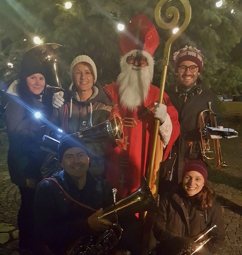 Nikolaus und die 5 (braven) Musiker